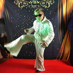 Juhliin Las Vegasia! Esiintyjät, tanssijat, taustakankaat, matot, pokeripöydät, tulishow, veitsishow yms!