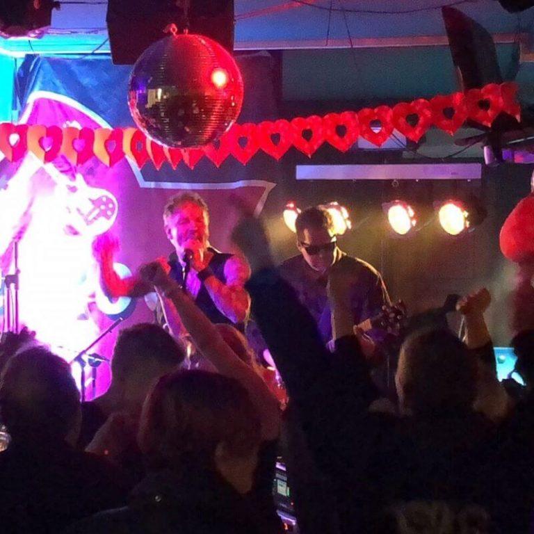 rock bändi juhliin.
