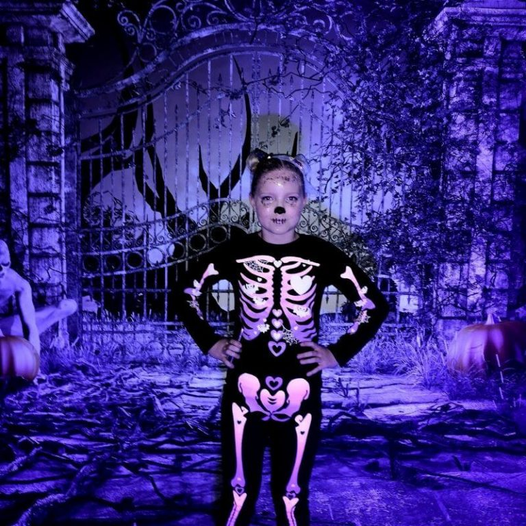 Halloween-kuvaustausta ja UV-valaistus.