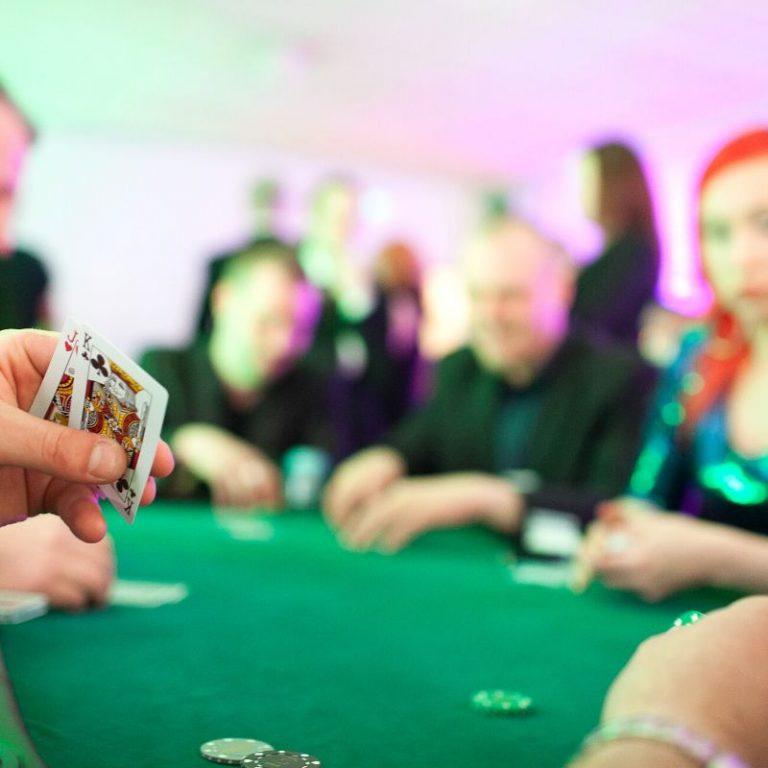pokeri pöytä vuokraus ja blackjack pöytä