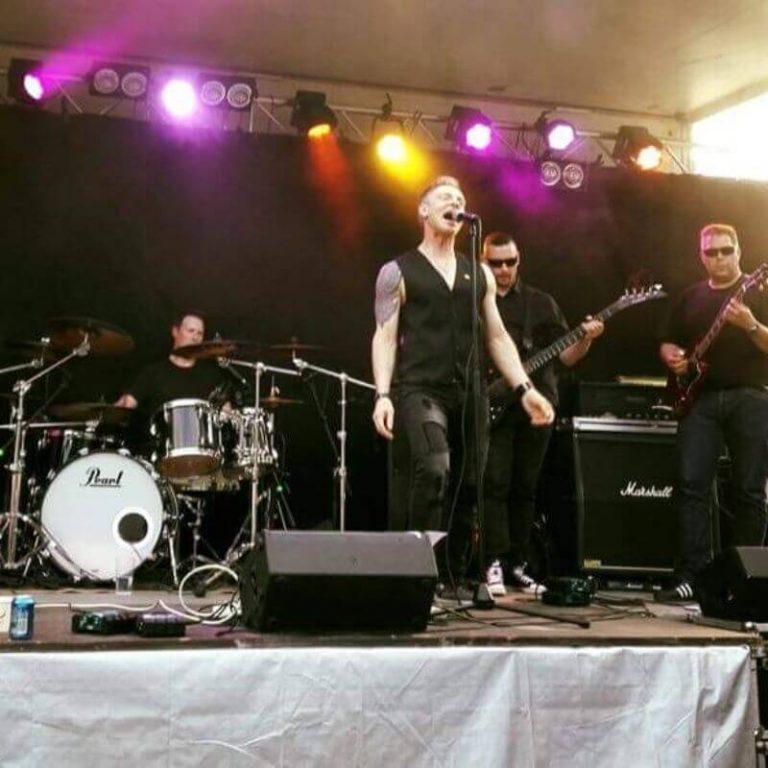 rock bändi juhlissa