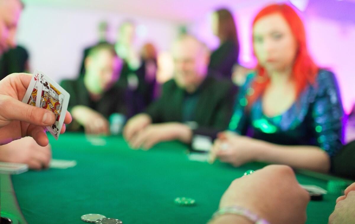 pokeripöytä vuokraus
