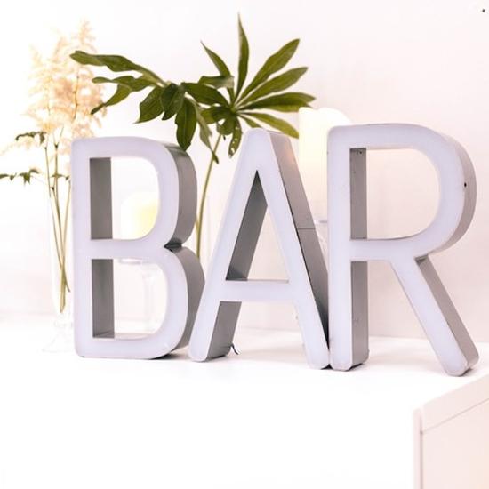 valokirjaimet bar