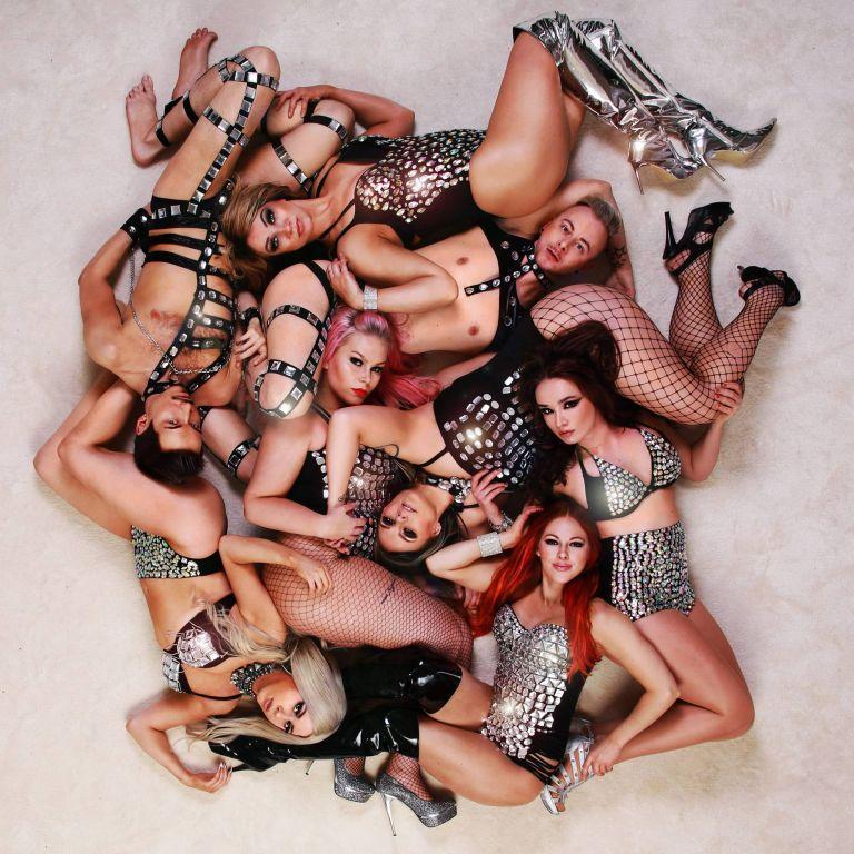 Showtanssiryhmä Afrodisiac - näyttävät showtanssiesitykset.