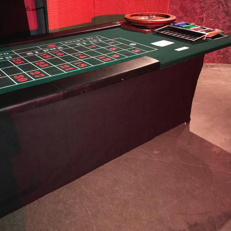 pokeri pöytä ja ruletti